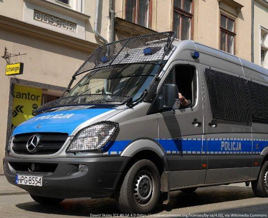 Policja Oświęcim: Brzeszcze. Uciekał przed policjantami,  bo nie miał uprawnień do kierowania. Zamiast za wykroczenie odpowie za przestępstwo.