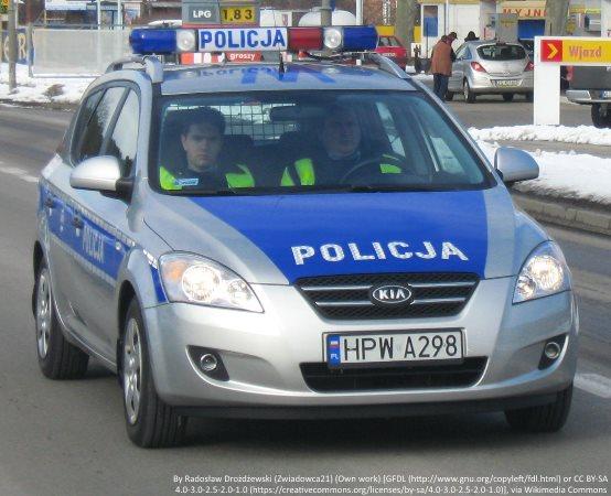 Policja Oświęcim: Uroczyste przekazanie Aktu Założycielskiego Komitetu Honorowego Fundatorów Sztandaru dla Komendy Powiatowej Policji w Oświęcimiu