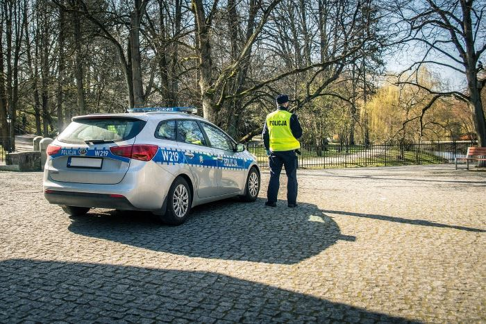 Policja Oświęcim: Oświęcim. Wzorowi obywatele  ujęli podwójnego drogowego przestępcę