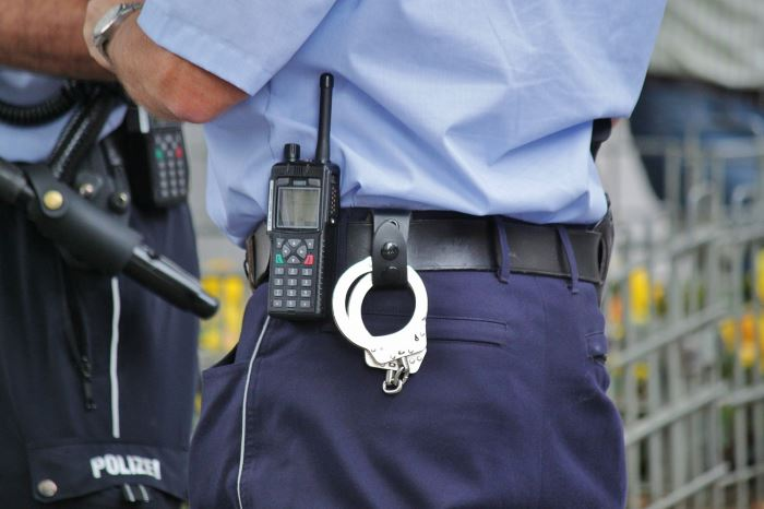 Policja Oświęcim: KWP Kraków. Czy wiesz, że policjant w zakresie prowadzonej kontroli drogowej może kierować Twoim pojazdem?